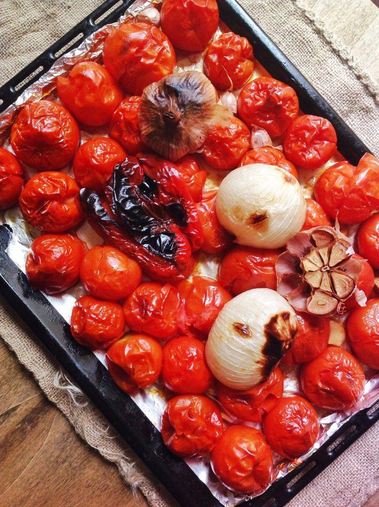 Salsa de tomates y ajos asados | La Cuchara Azul