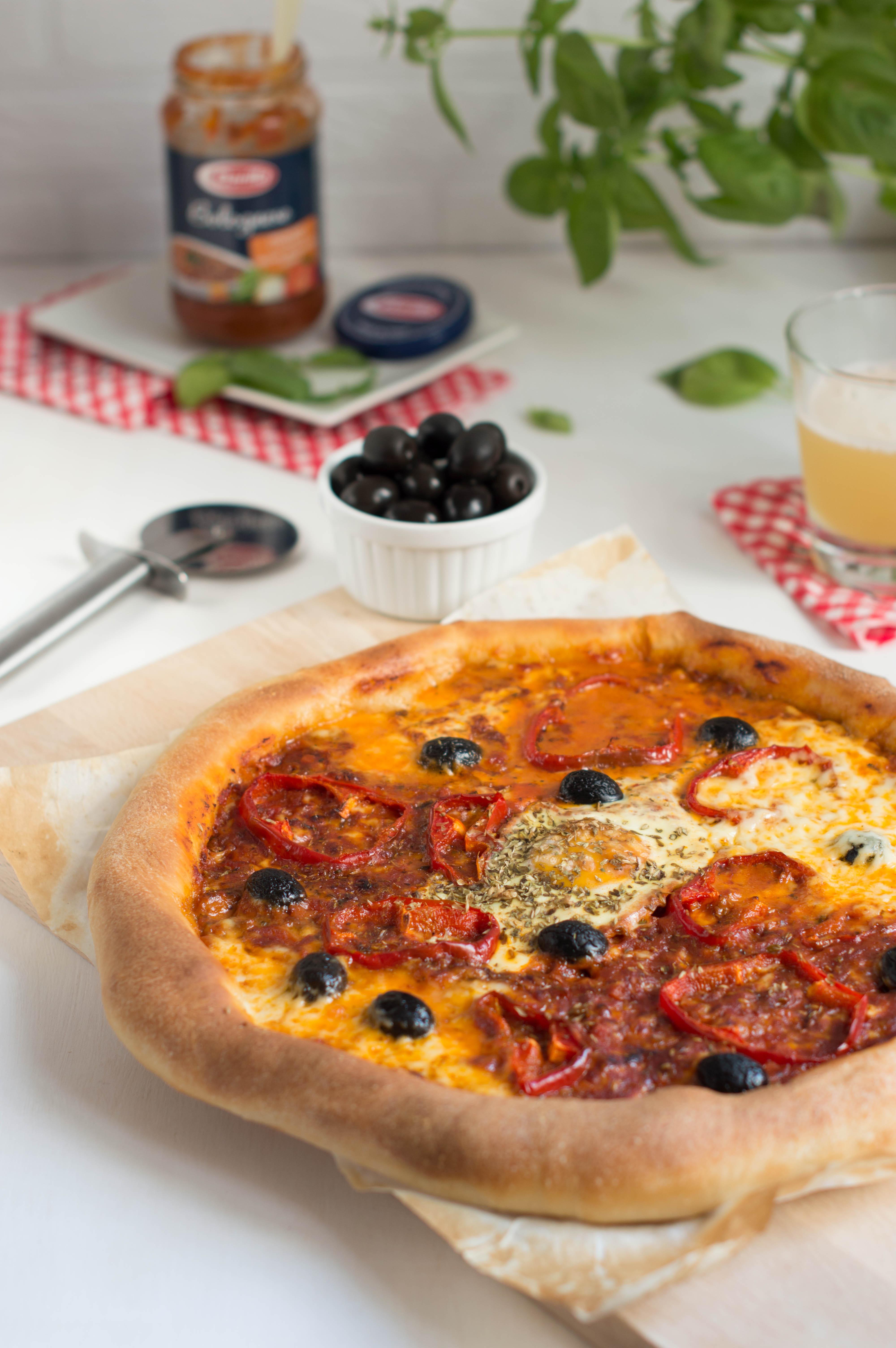 Pizza boloñesa con bordes rellenos de queso - Barilla