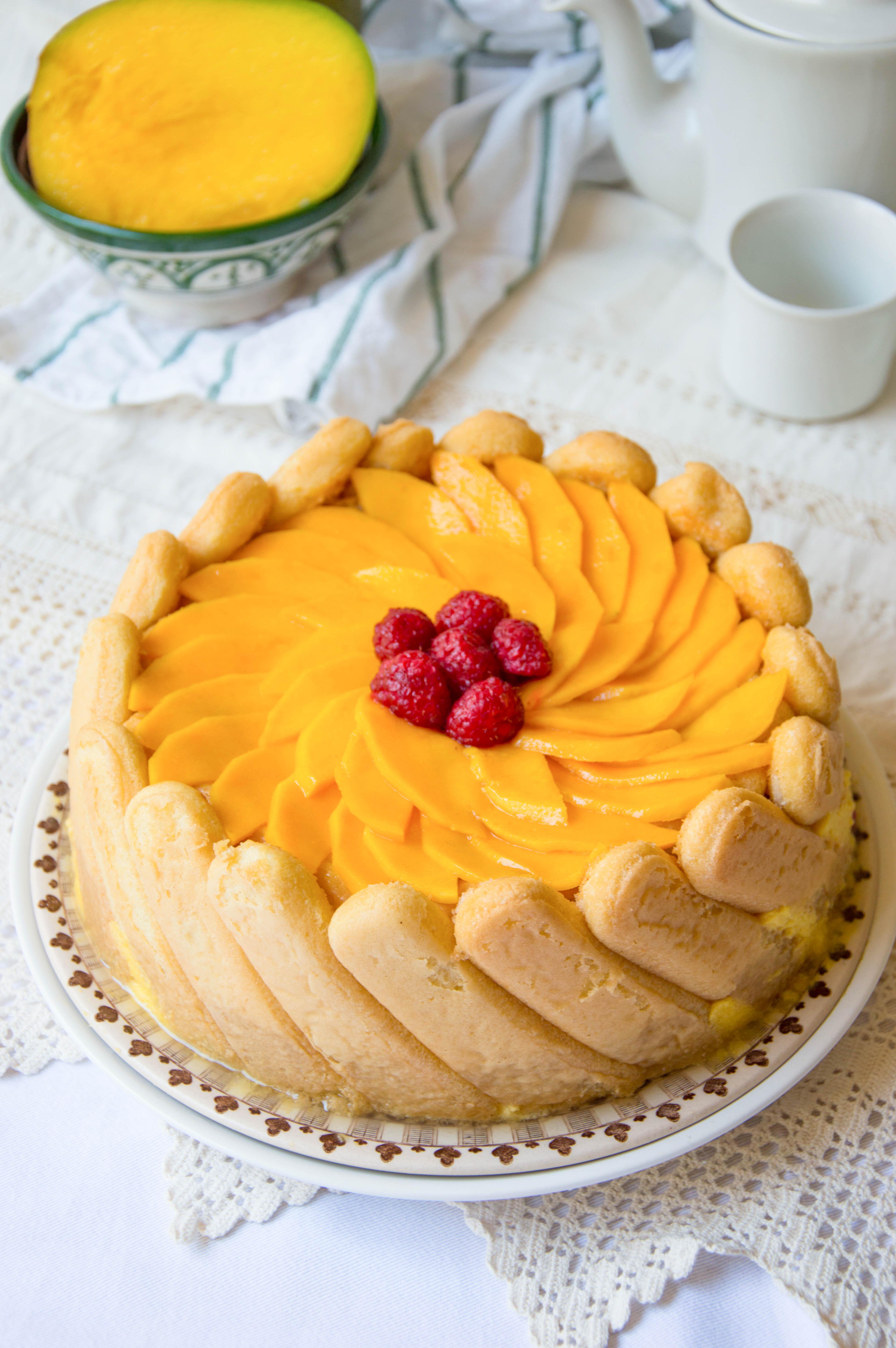 charlota de mango y frambuesas
