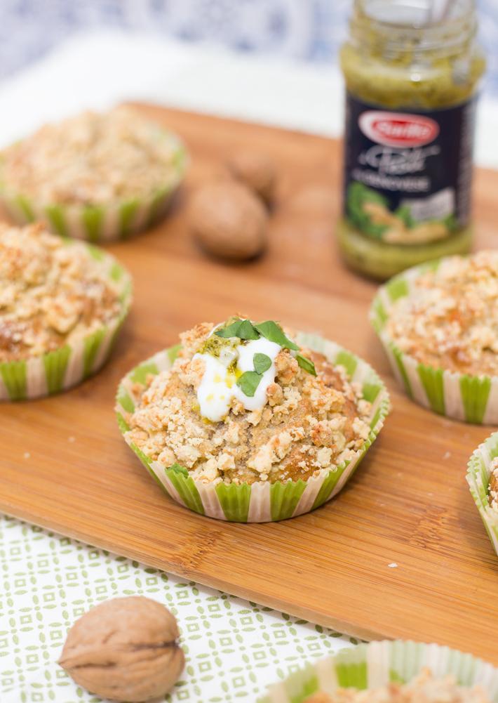 Muffins de pesto y nueces con crumble de queso - Barilla