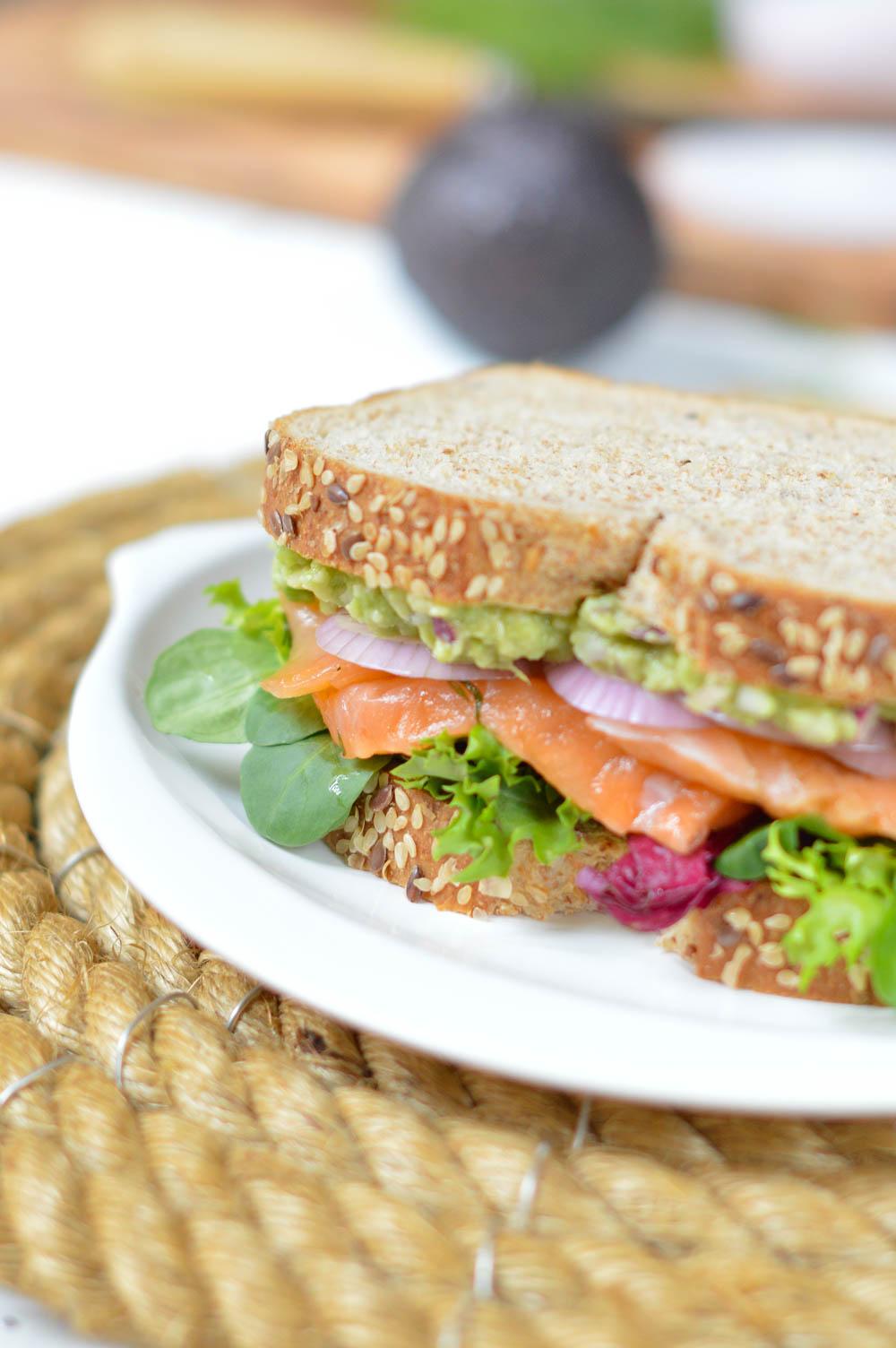 Sándwich de Salmón y Aguacate con salsa de Eneldo - Oroweat