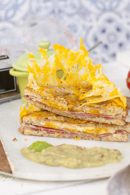 Sandwich loco de bacon con queso crujiente - Oroweat